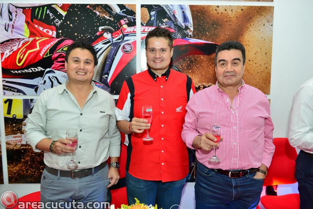 Cesar Dario Camacho, (Grte.Comercial); Nelson Damian Camacho (Grte. Moto World) ; Higinio Camacho (Grte. General)