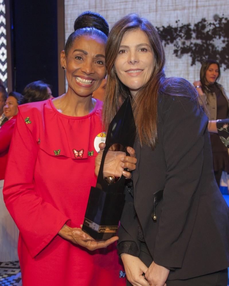 Jenny de la Torre Mujer Cafam 2018 y María Carolina Hoyos Turbay