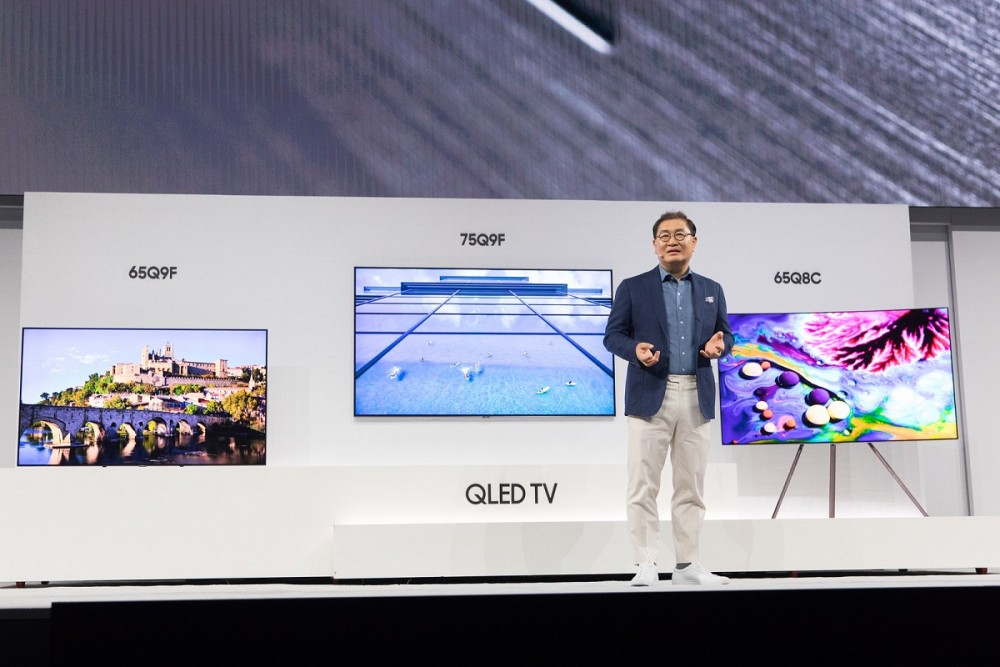 Jonghee Han, President of Visual Display Business at Samsung Electronics, introducing the new 2018 QLED TVs(2)