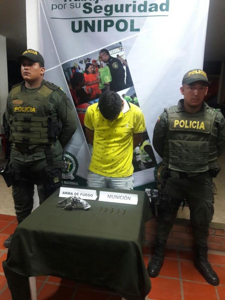 capturados dos hombres por la policia (3)