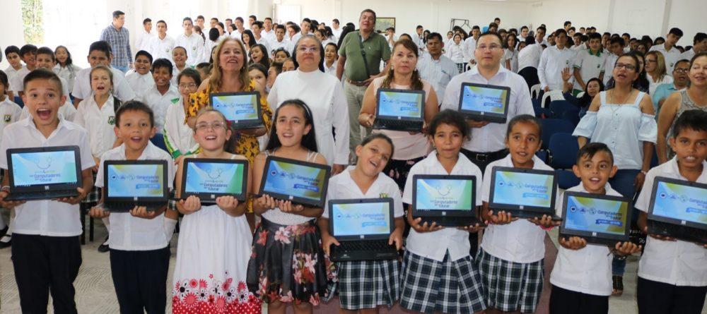 Entrega de computadores en Chinácota