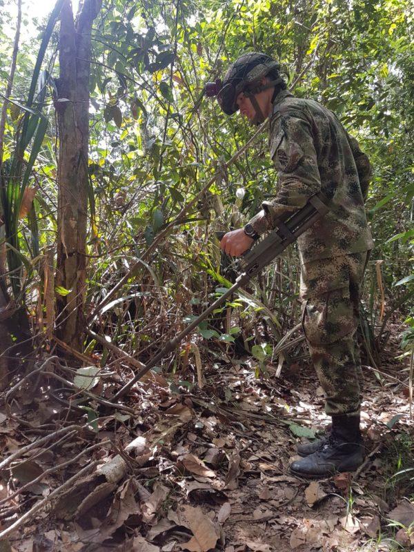 La destrucción de estos artefactos explosivos se realiza controladamente por parte de las tropas y equipos especiales expertos en explosivos y demoliciones.