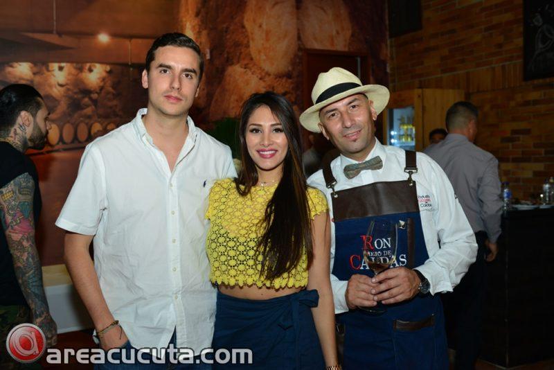 Mateo Uribe (Gerente Canal On Trade I.L.C.); Jessika Torres (Gerente Comercial Comoriente ) y ,  HECTOR BERNAL (Somelier)