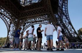 Insólito: cerraron la Torre Eiffel por las largas filas de ...