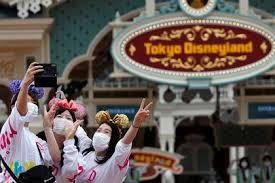 Fans de Mickey Mouse celebran reapertura de Disney en Tokio - Infobae