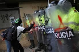 Manifestantes reanudan protestas en capital colombiana tras violenta jornada  con nueve muertos