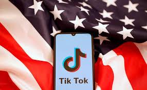 Un juez de EEUU bloquea la prohibición a la app de TikTok en tiendas Por  Reuters