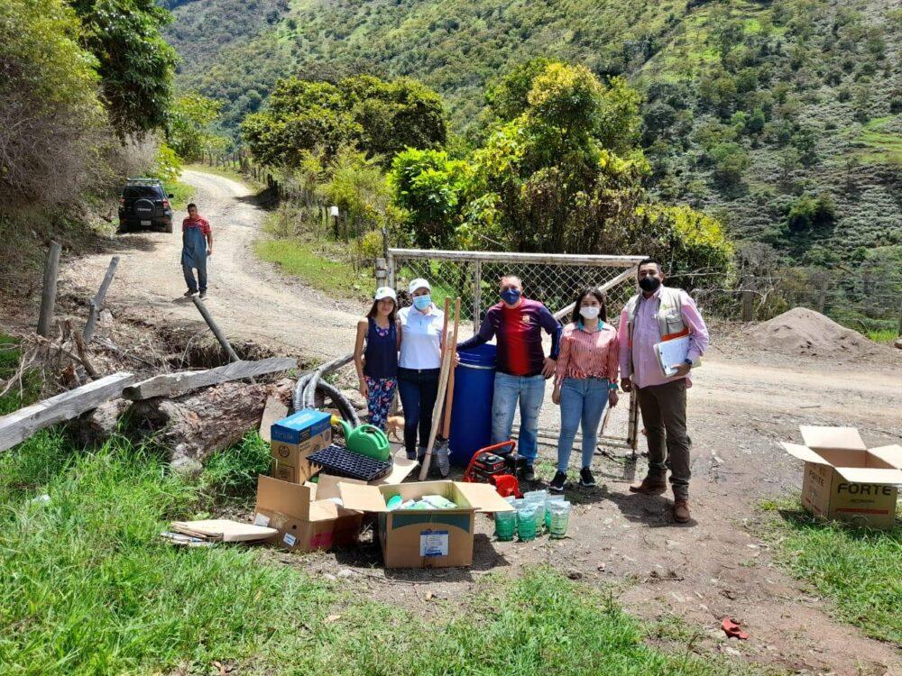 Familias beneficiarias del Proyecto Ecosembrando recibieron insumos - Noticias de Colombia
